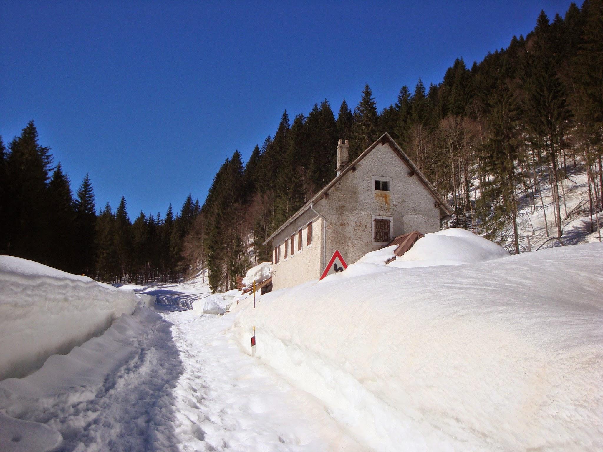 Casa sulla statale (foto Roberto Pagurut)